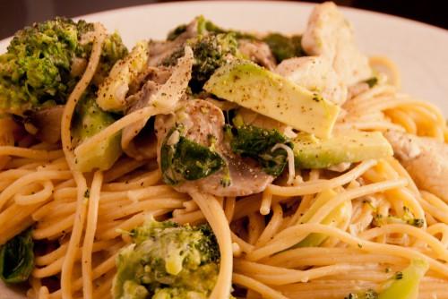 Kyllingpasta med spinat og brokkoli